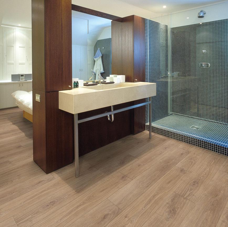 pavimento flutuante vinil aplicado casa de banho